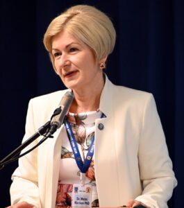 Dr. Moizs Mariann